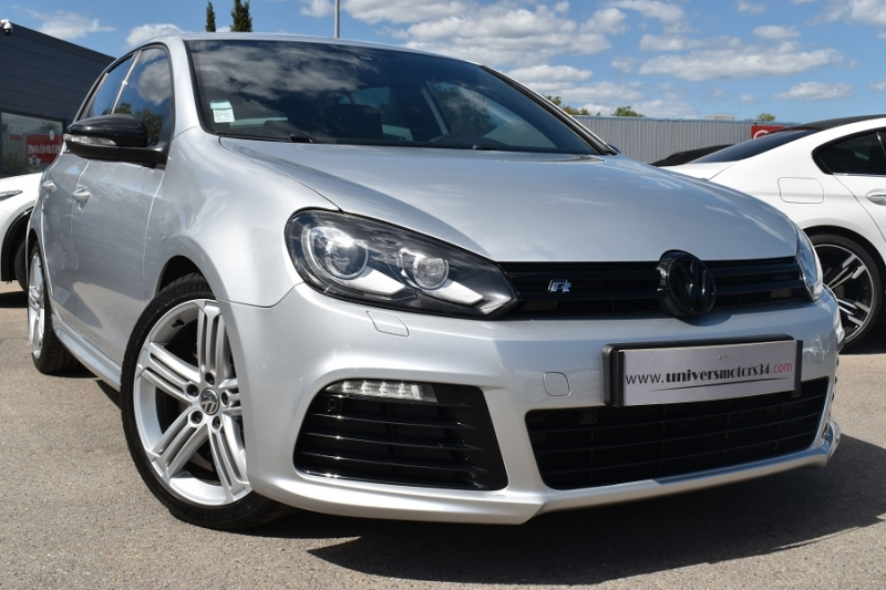 Photo 1 de l'offre de VOLKSWAGEN GOLF VI 2.0 TSI 270CH R 4MOTION DSG6 5P à 17900€ chez Univers Motors
