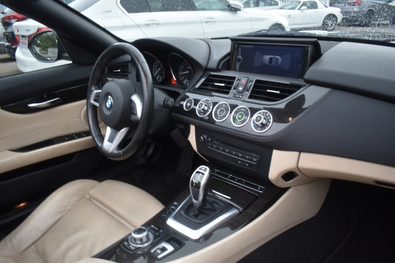 Photo 2 de l'offre de BMW Z4 ROADSTER (E89) SDRIVE 28IA 245CH LOUNGE PLUS à 21900€ chez Univers Motors